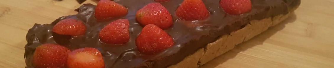 Receta de tarta fría de chocolate y fresas